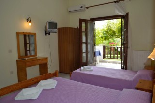 studio pension nikos beds